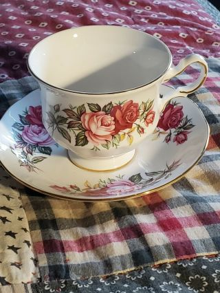 Queen Anne Bone China,  Tea Cup/saucer,  Lovely,  Red/pink Roses,  England,  H57 0
