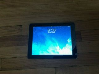 Apple Ipad 2 16gb,  Wi - Fi 9.  7in,  Black.  Bundle,  2 Cables,  Case,  Rarely